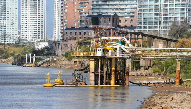 Bajante del río Paraná: la empresa Aguas Santafesinas adelantó que iniciará gestiones ante los quince municipios en los que presta el servicio para que se incentiven los controles destinados a evitar el derroche de agua.