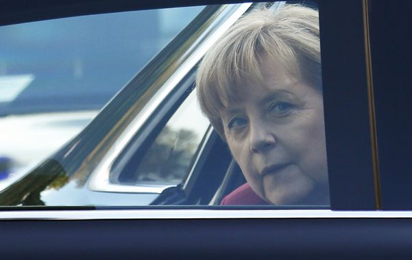 Espiada. Angela Merkel al llegar ayer a la cumbre europea en Bruselas