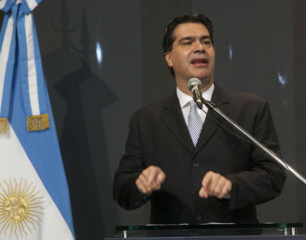 """En voz alta. Capitanich respondió a las acusaciones que —dijo— """"ningún argentino puede dejar pasar""""."""
