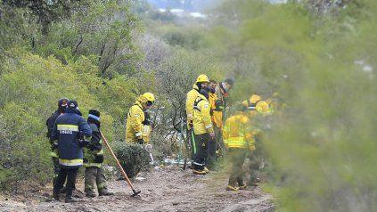 Personal policial y de bomberos intensifican los rastrillajes en distintos puntos de San Luis para dar con Guadalupe.