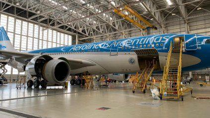 El avión de AA que partirá el sábado está siendo especialmente acondicionado para traer el máximo posible de carga.