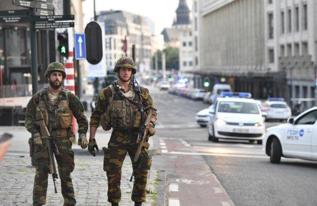 Soldados belgas neutralizaron la estación central de Bruselas por un presunto ataque terrorista.