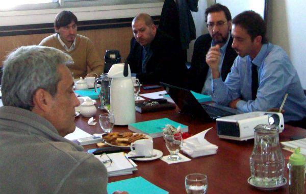Anuncio. La habilitación fue informada en una reunión por el coordinador de Puertos de Santa Fe.