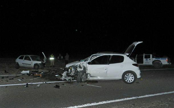 En primer plano el Peugeot 207 contra el que chocó Federico Cash