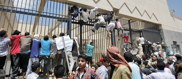 Grupos musulmanes radicalizados lograron ingresar al patio de la embajada de EEUU en Saná