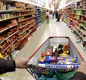 Carrefour tiene una oferta especial que promete alimentar a una familia tipo durante 14 días por $391.