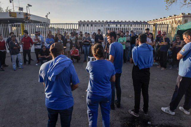 Tensión entre los trabajadores en la puerta de planta de Electrolux