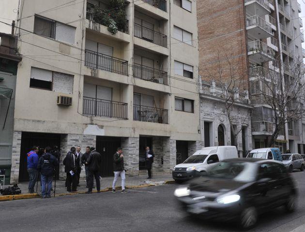 El empresario de 44 años apareció asesinado en un departamento de Moreno al 500. (Foto: Virginia Benedetto)