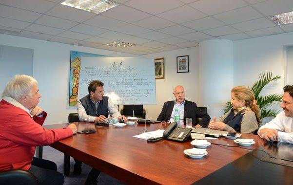 Equipo completo. Massa se reunió ayer en Tigre con sus colaboradores para preparar el documento. (NA)