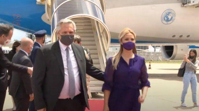 El presidente arribó a Portugal junto a Fabiola Yañez.