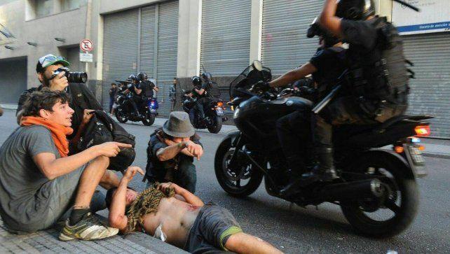 El cartonero Pipi Rosado fue atacado y atropellado por la Policía.