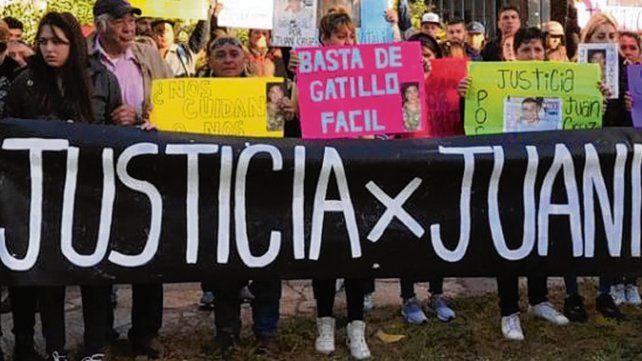 reclamos. El crimen de Juani originó manifestaciones de sus allegados.
