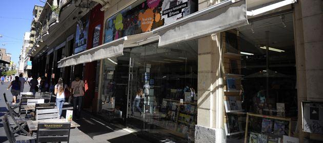 La tradicional librería de la Peatonal funcionó normalmente en horas de la tarde. (Foto: V. Benedetto)