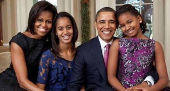 Barack y Michelle Obama prohibieron a sus hijas usar Facebook