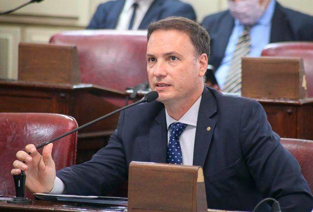 El senador Enrico cuestionó al ex ministro de Seguridad provincial.