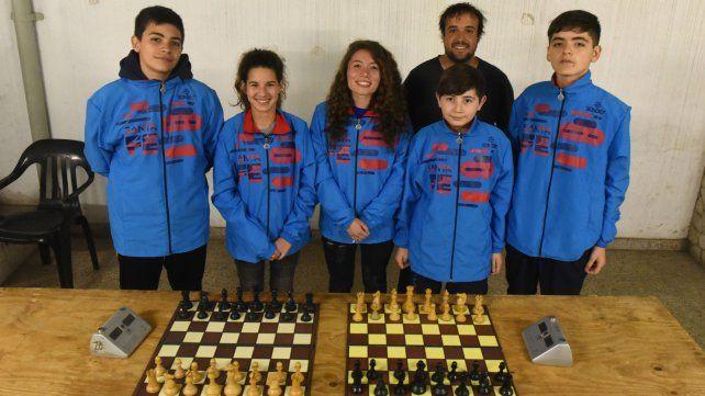 Chicas y chicos ajedrecistas de Santa Fe viajan a los Juegos Evita