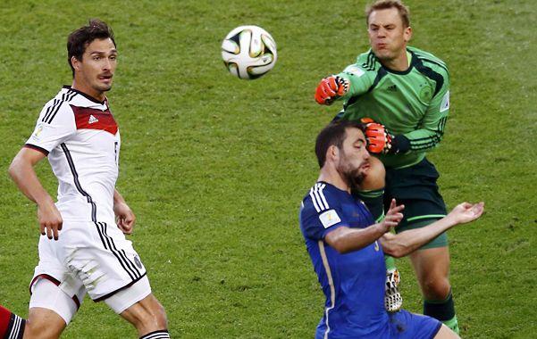 El alemán Manuel Neuer reconoció que golpeó a Higuaín en la final del Mundial.