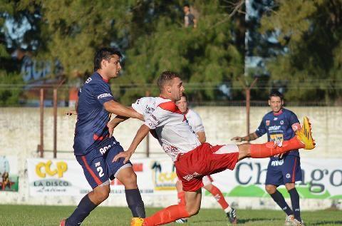 De visitante. Cristian Cuffaro Russo marcó el 2-1 parcial para los charrúas.