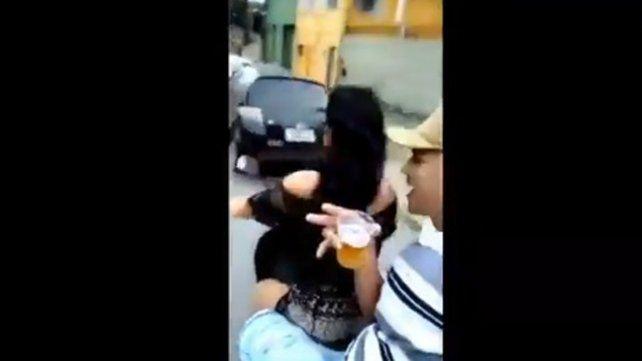Se graban con un celular mientras iban en moto y sufren tremendo choque