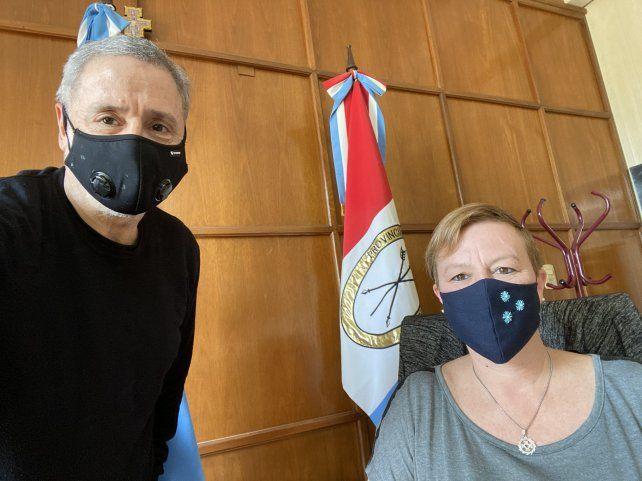 El ministro Marcelo Sain y la nueva jefa de policía Emilce Chimenti.