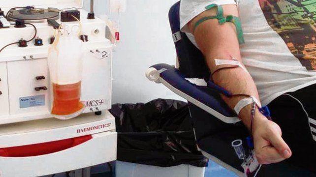 Transfusión. El plasma de convalecientes contiene anticuerpos.