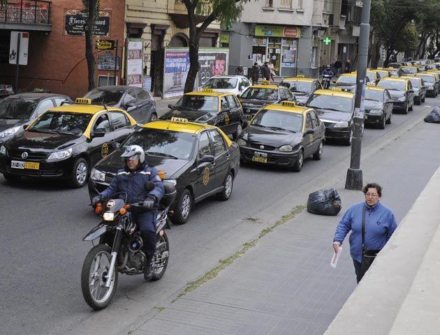 Los taxistas prometen otra marcha para el miércoles próximo. (Foto: S. Salinas)