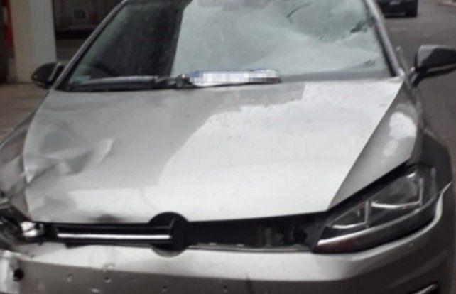 Alexis Rodríguez iba al volante de un Volkswagen Golf cuando chocó con la moto policial.