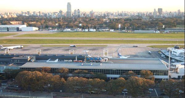 Dos aviones se rozaron en una plataforma del aeroparque porteño