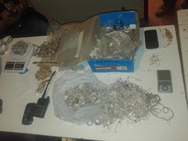 Botín. Parte de los 16 kilos de joyas robados en Maipú al 1000 en marzo de 2015