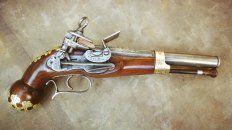 Una magnífica labor artesanal: la pistola de Belgrano tal como quedó terminada.