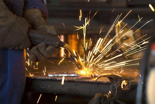 Metalúrgicos acordaron un incremento salarial que se terminará de consolidar en octubre.