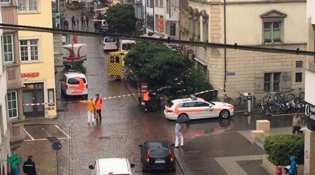 Un hombre atacó con una motosierra e hirió gravemente a cinco personas en Suiza