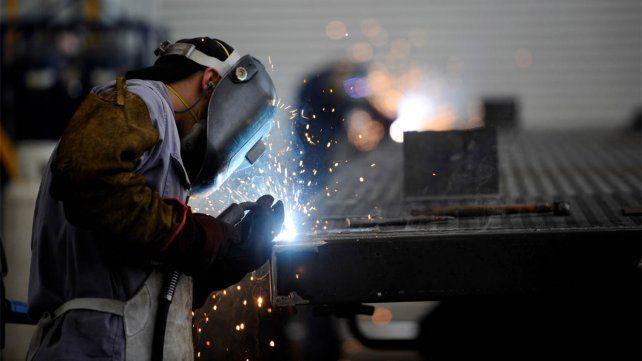 Combo letal. La actividad industrial arrastraba el impacto de una recesión y ahora se profundizó con la pandemia.