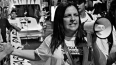 María Alejandra en una de las tantas marchas en Tribunales donde reclamó el esclarecimiento del caso.