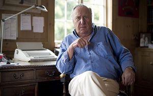 Forsyth es el autor de numerosos best-seller. Entre ellos Chacal y Odessa.