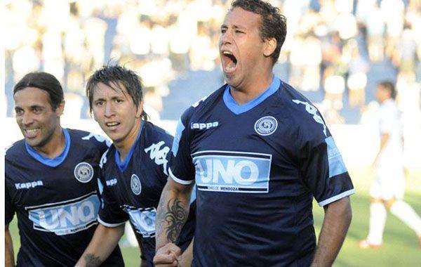El Ogro Fabbiani con la última camiseta con la que jugó en el país