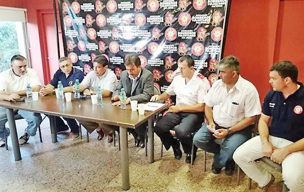 Aportes.  Marcos Escajadillo y Luciano Caturelli concretaron subsidios para diversas entidades de servidores.