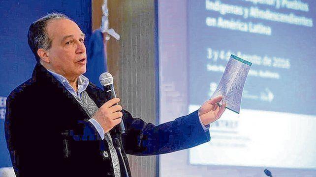 Daniel Mato advierte que la universidad argentina está atrasada en la agenda de las comunidades indígenas.