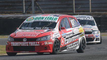 Borgiani va rumbo a la victoria con el VW Trend, seguido de cerca por su compañero Ciaurro. Gran tarea zonal en la Clase 2 del TN.