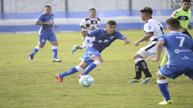 Brian González trata de habilitar de primera a Pedro Muné (7)