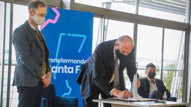 La firma del convenio marco se realizó luego del seminario Transformando Santa Fe.