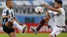 Gremio y el grana juega en el estadio Arena do Gremio.