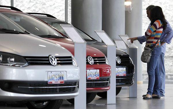 Carrera a los precios. La inflación elevó la demanda de los venezolanos por coches y otros bienes