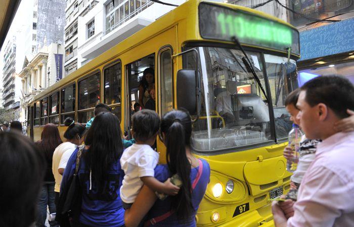 En el transporte urbano de pasajeros hace mucho que se proponen medidas de seguridad que no se cumplen.