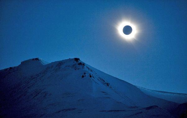 Raro. El eclipse de sol total como se observó desde Svalbard (Noruega)