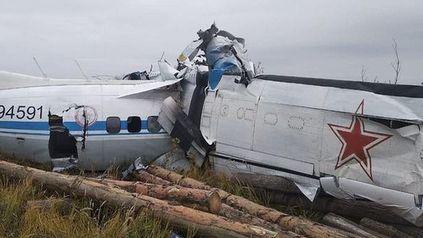 Al menos dieciséis muertos al estrellarse un avión en Rusia