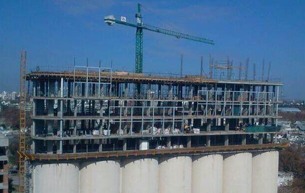 Para arriba. La oposición asegura que sólo se pueden construir dos pisos por encima de los silos
