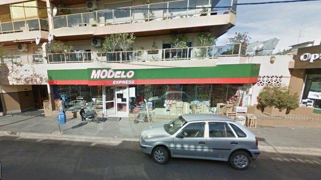 Empleados de un supermercado persiguieron por los pasillos del local a un ladrón que había robado dinero