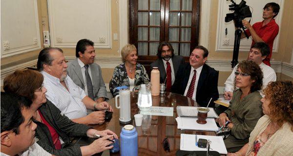 Mengarelli afirmó que la propuesta mantiene al salario docente entre los mejores del país