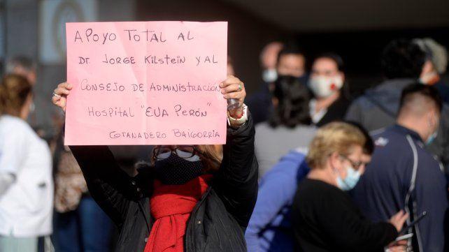 Los trabajadores del hospital organizaron la muestra de apoyo horas después de que la denuncia tomó estado publico.